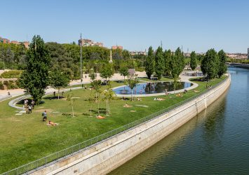 Walkup and nature of the city of Madrid known as Madrid-River